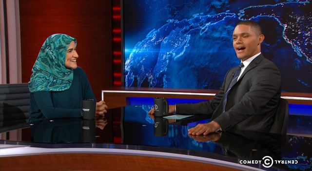 The Daily Show'daki Müslüman kadın aktivist