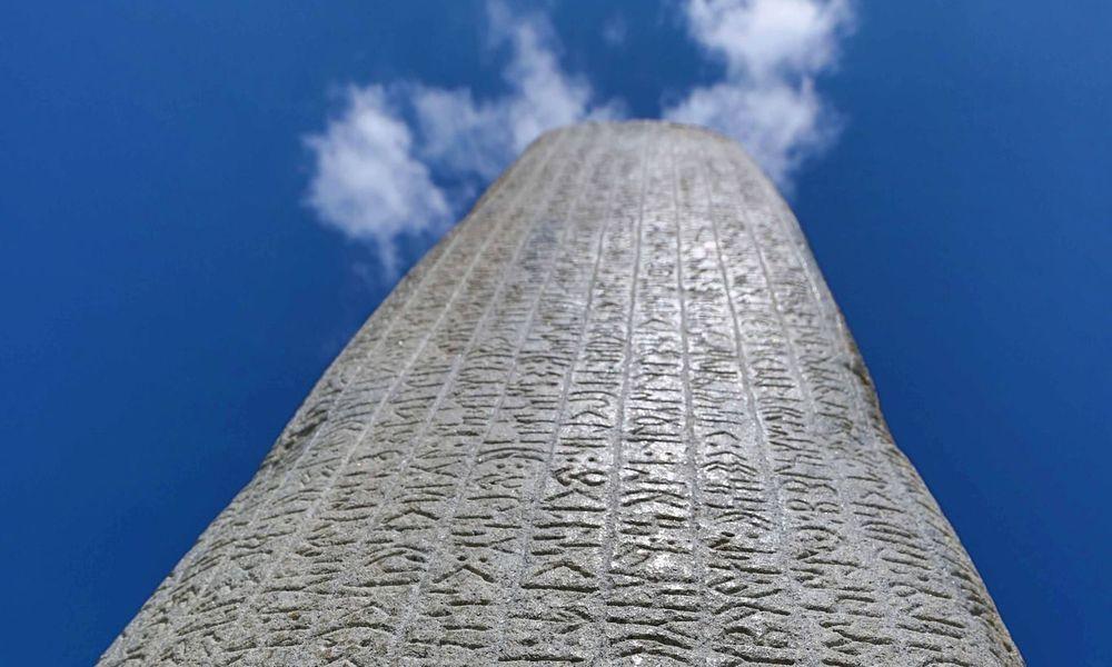 Yazılı Türk Edebiyatının İlk Örneklerine Dair Kapsamlı Bir Çalışma
