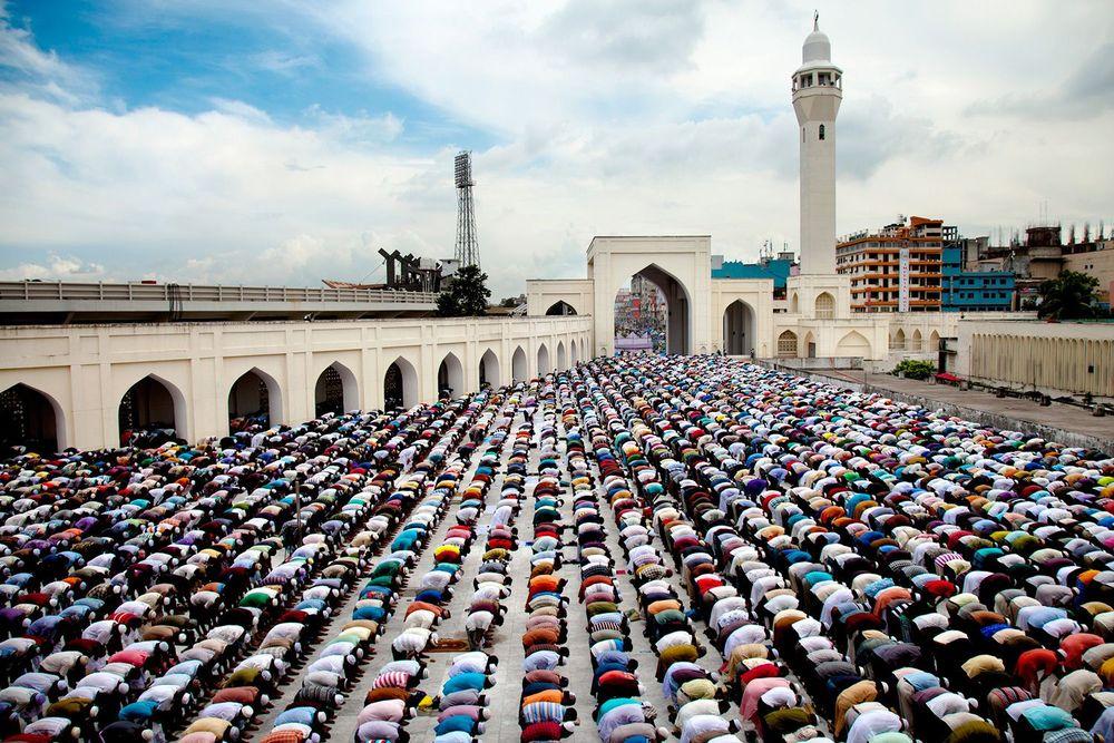 Sanki Cennetten İnmiş Bir Topluluk: Bayram Günü Müslümanlar
