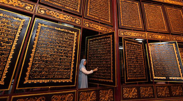 Ahşap Kur'an-ı Kerim'e Dünyanın Dört Bir Yanından Ziyaretçi Akını