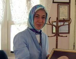 Fatma Betül Ne Güzel Bir Kuldu Dünya Bizim Kültür Portalı