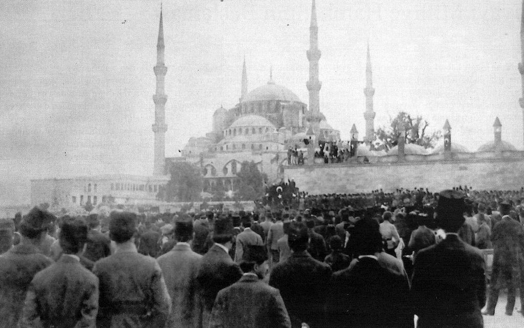Sultan Ahmet Mitingi 1919, Fotoğraf: Cumhuriyet gazetesinin nüshasından taratılmıştır
