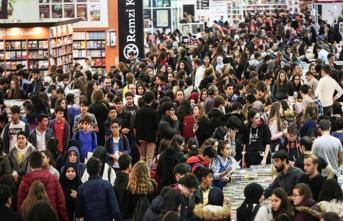 37. Uluslararası İstanbul Kitap Fuarını binlerce kişi ziyaret etti