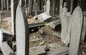 Tarihi eser hırsızları internette Osmanlı mezar taşı satıyor