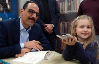 Ünlü isimler TÜYAP'ta kitaplarını imzaladı