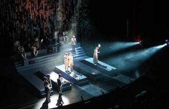 Ahmet Kaya'nın hayatı 'Hep Sonradan' oyunuyla sahneye taşındı