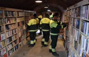 Ankara da temizlik işçileri, çöpten topladıkları kitaplarla kütüphane kurdu