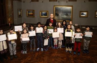 Çocukların Ayvazovski tablolarına karşı resim keyfi