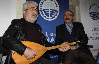 Esat Kabaklı: Türkülerini kaybeden her şeyini kaybeder