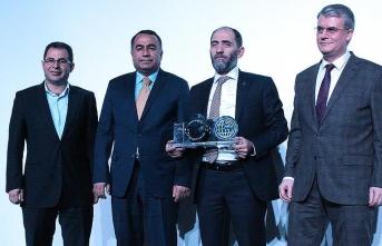 Ahmet Sula'ya 'yılın sanatçısı' ödülü