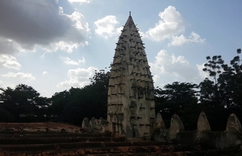 Burkina Faso'da çamurdan yapılma bir cami