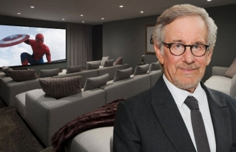 "Spielberg: ""Film sinemada izlenir"""