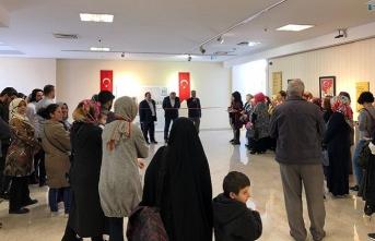 """Demirhan Kadıoğlu ile sanat yolculuğunu ve """"Çanakkale Çizgisi"""" sergisini konuştuk"""