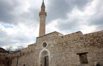 Taç kapısıyla ünlü 700 yıllık Alaaddin Camii ibadete hazır