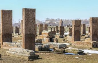 """Tarihi ve doğal güzellikleriyle """"sakin şehir"""" Ahlat"""