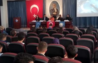 GAÜN öğrencilerinden Doğu Türkistan Dil, Kültür, Sanat ve Edebiyat paneli