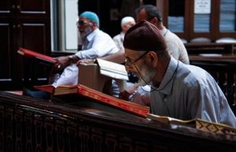 'Osmanlı payitahtı'nın tarihi camilerinde itikafa girdiler