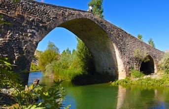 Tarihi Altınlı Köprü'nün restorasyon çalışmaları bitti