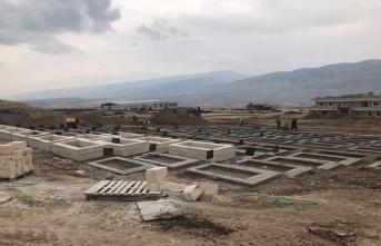 Ata yadigarından sonra türbe ve mezarlar da taşınıyor