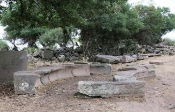Aigai Antik Kenti'nde bulunan 3 bin mezar tarihe ışık tutacak