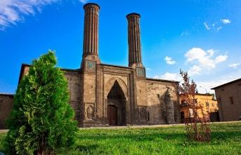 Erzurum: Kümbetler, camiler, minareler şehri