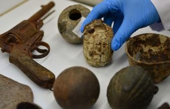 Gelibolu Yarımadası'nda bulunan tarihi eserler laboratuvarda inceleniyor