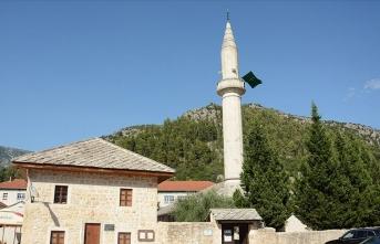 Beş asırlık Osmanlı camisi ihtişamıyla büyülüyor