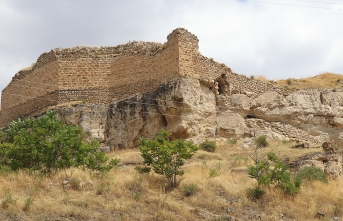 Kemah Kalesi'ndeki eserler gün yüzüne çıkarılıyor