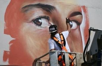 Venezuelalı sanatçı Wolfgang Salazar Türkiye'de okul duvarlarını renklendirdi
