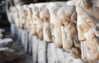 2 bin 200 yıllık mitolojik masklar gün yüzüne çıkarıldı