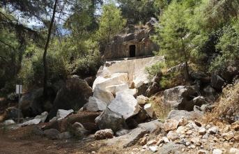 Tarihi mezar el yapımı patlayıcıyla tahrip edildi