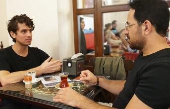Mehmet Akif Büyükatalay: Aslında sanat bir şeyleri idealize etmek için yola çıkmaz