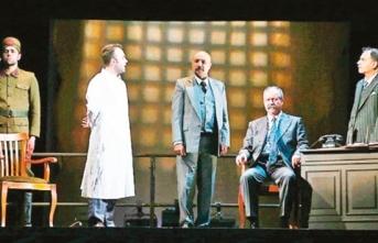 'Reis Bey' Devlet Tiyatrosu'nda devam