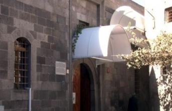 884 yıllık caminin kapı üstlerine tente yapıldı