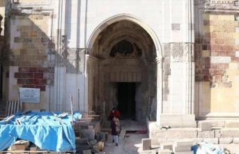 Tarihi Sungurbey Camii'nin restorasyonu sürüyor
