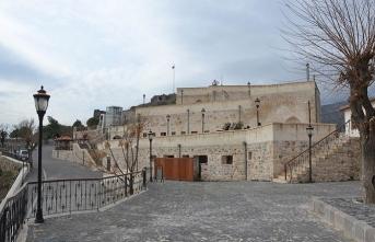 Kırıkhan'da Darb-ı Sak Kalesi üzerine inşa edilmiş Beyazid-i Bestami Külliyesi