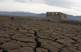Baraj sularının çekilmesiyle tarihi cami ortaya çıktı