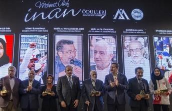 Kültür sanat ve edebiyat ödülü Ersin Nazif Gürdoğan'a verildi
