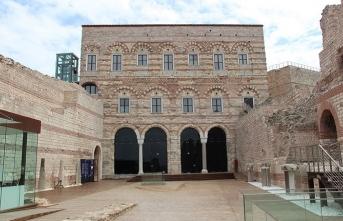 Yeryüzünde ayakta kalmış tek Bizans sarayı