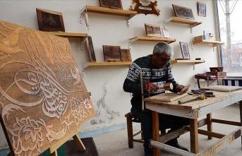 Ahlatlı hakkak Selçuklu ve Osmanlı motiflerini ahşaba işliyor