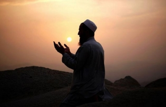 Dua mı ediyoruz, dua sözlerini tekrar mı ediyoruz?