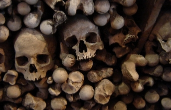 Acaba devlet adamlarımızın, âlimlerimizin, sanatçılarımızın kafatasları mezarlarında mıdır?
