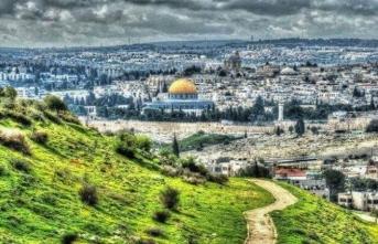 Sana dün bir tepeden baktım aziz Kudüs