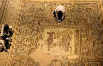 Zeugma Mozaik Müzesi'ndeki eserler 'cerrah' hassasiyetiyle temizlenerek geleceğe aktarılıyor