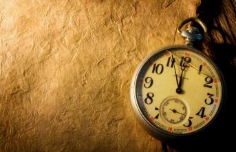 Hayatın ve edebiyatın zembereğidir saat