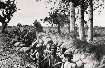 Çanakkale'de ateş altında bir İngiliz subayı