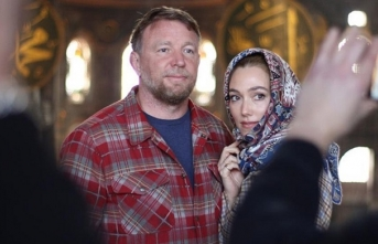 İngiliz senarist ve yönetmen Guy Ritchie, Ayasofya Camii ve Topkapı Sarayı'nı gezdi