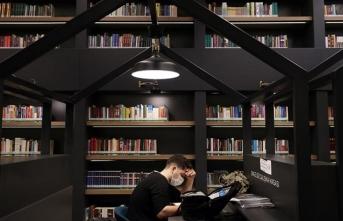 Kovid-19 salgınına karşı önlem alınan kütüphane dezenfekte kitap hizmetiyle ilgi görüyor