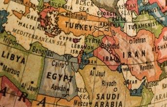 """Ortadoğu'ya doğru bir perspektiften bakmak için: """"Başlangıcından Bugüne Ortadoğu"""""""
