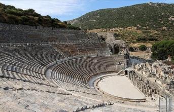 Antik dünyanın gözdesi 'Efes Tiyatrosu' 3 yıl aradan sonra sanat için kapılarını aralıyor